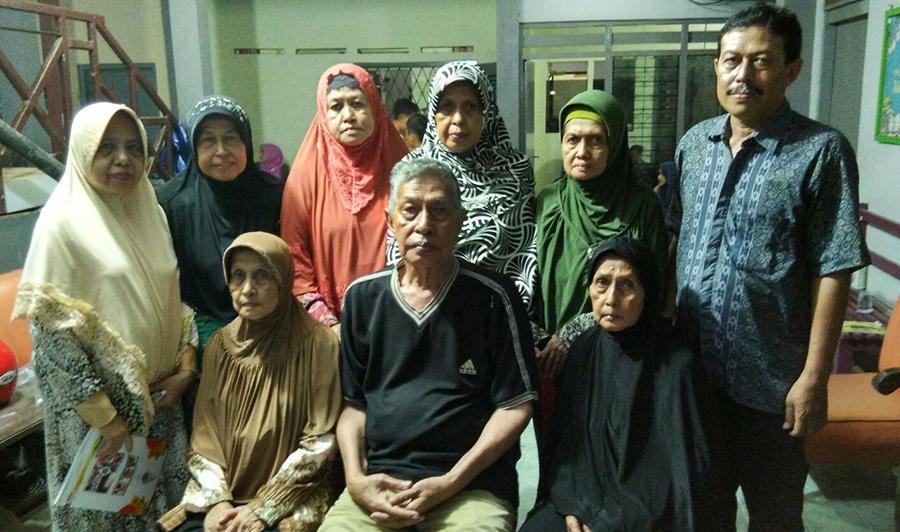 9 dari 10 putra-putri almarhum KH Anwar Zain