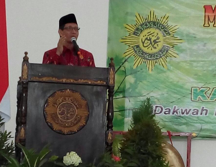 Wakil Ketua PWM Jawa Timur, Nur Cholis Huda Msi memberikan tausiyah dalam pembukaan Musyda, PDM dan PDA Pamekasan (foto: Endah)