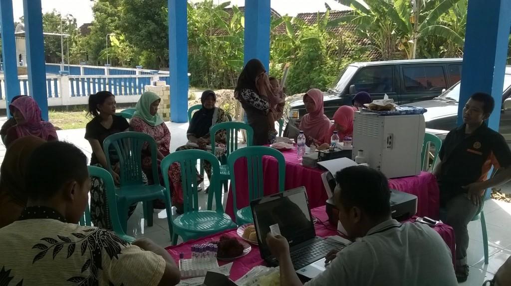 Pemeriksaan Kesehatan gratis oleh PDPM Lamongan di Desa Konang, Kecamatan Glagah, Lamongan (foto: nu'man suhadi)