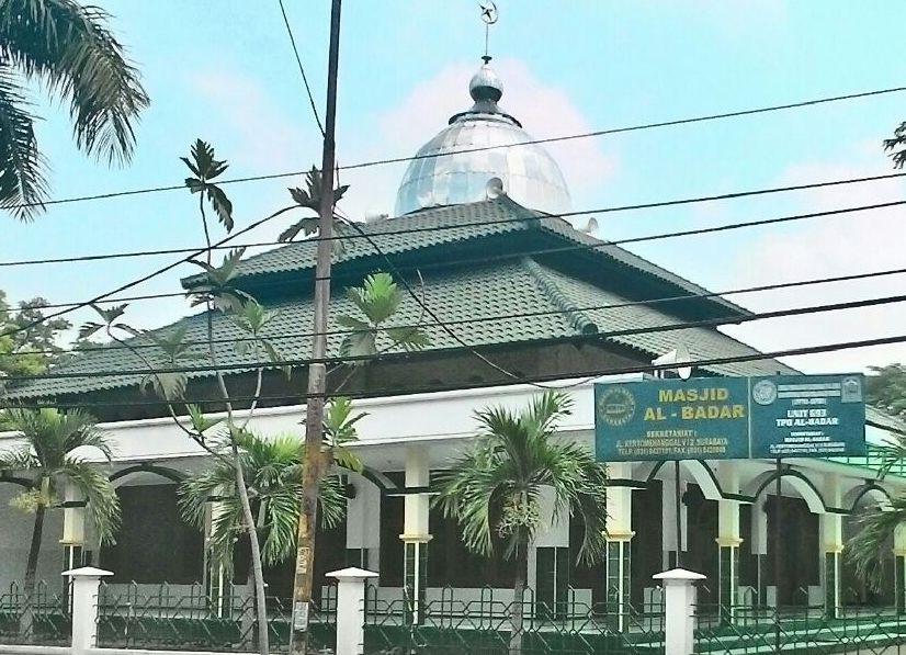 Masjid Al-Badar, Jl Kertomenanggal V Surabaya, salah satu lokasi shalat Gerhana Matahari, 9 Maret 2016 besuk (foto: anifah)