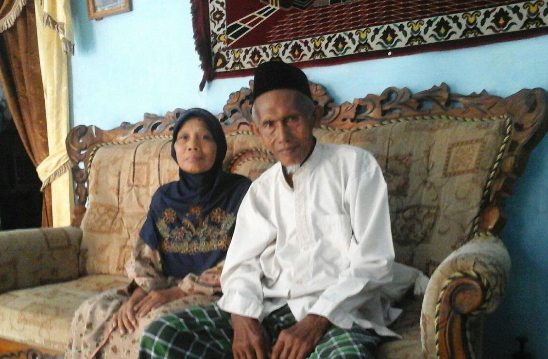 Haji Darim dan istri, Hj Sutinah (foto dok keluarga)