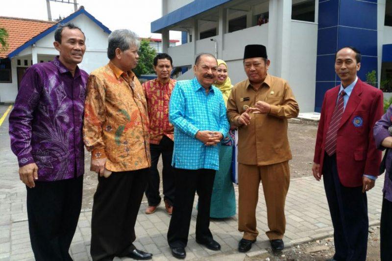 Kanan, Rektor UMSIDA Dr Hidayahtullah, Bupati Sidoarjo Saiful ILah, Acmad Jainuri dan Nadjib Hamid.