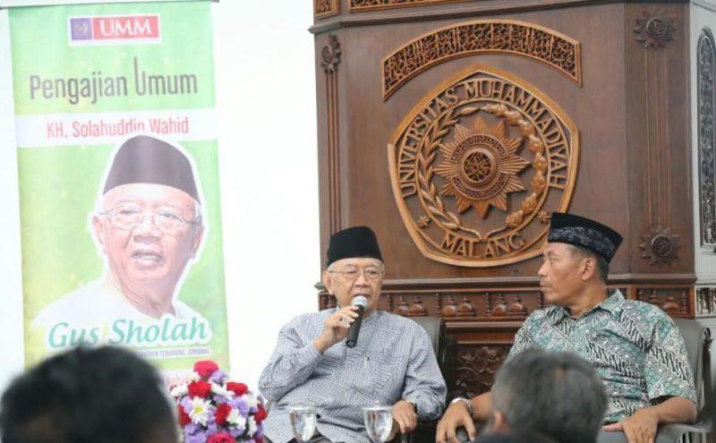 KH Salahudin Wahid dan Rektor UMM Fauzan saat kuliah umum