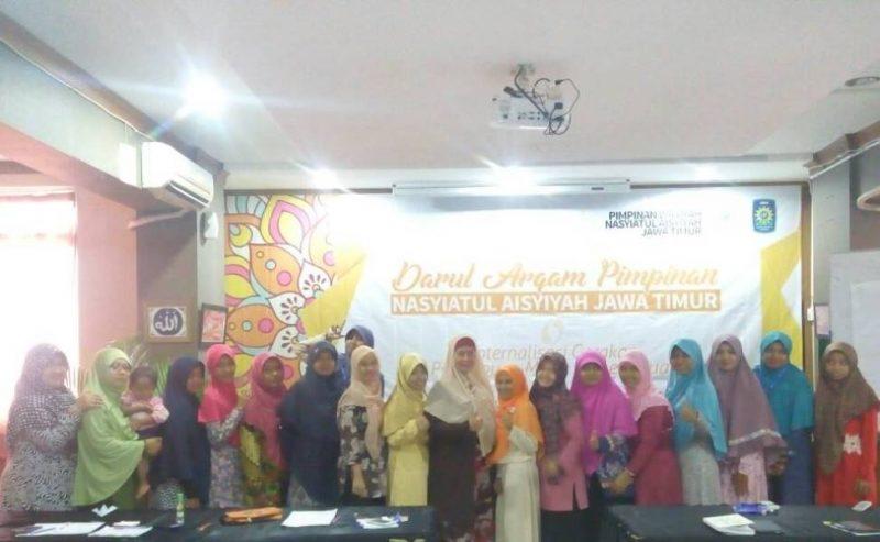 Foto bersama usai materi Darul Arqam Pimpinan Nasyiatul Aisyiyah Jawa Timur.