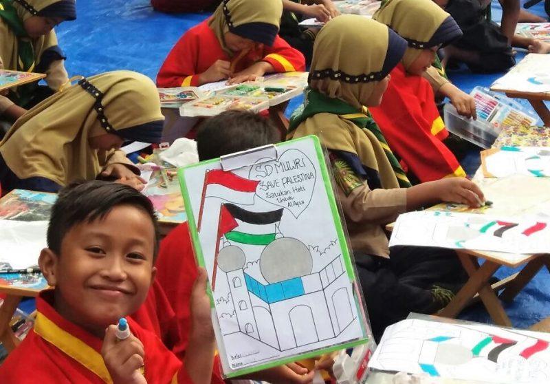 ketika bendera merah putih dan palestina berkibar di