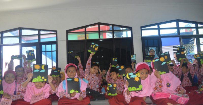 Siswa-siswi baru SD Muhammadiyah 24 Surabaya antusias mengikuti MPLS