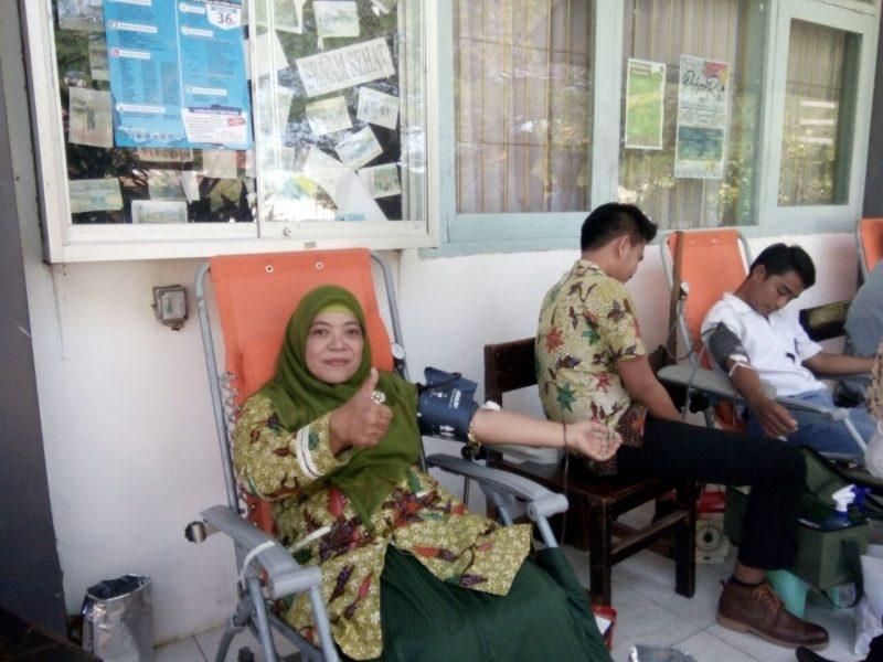 Suasana ceria donor darah di SMAM 1 Surabaya