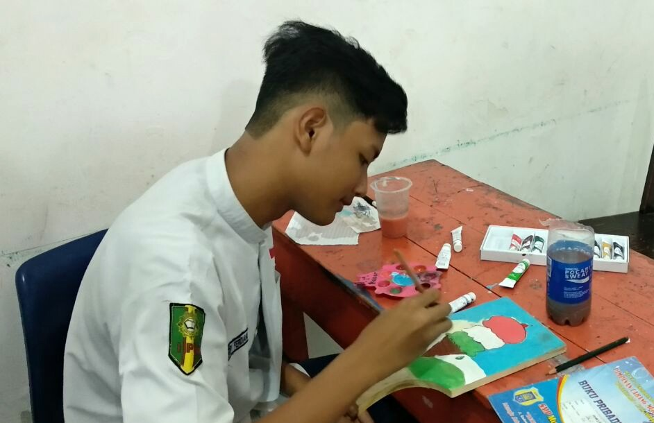 Di Tangan Siswa Siswa Kreatif Talenan Dan Kendi Disulap Jadi Lukisan Pwmu Co Portal Berkemajuan