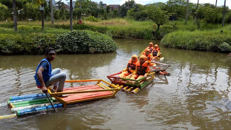 Terpukau Lihat Pertunjukan Pesona Sang Garuda di Kampoeng Kidz