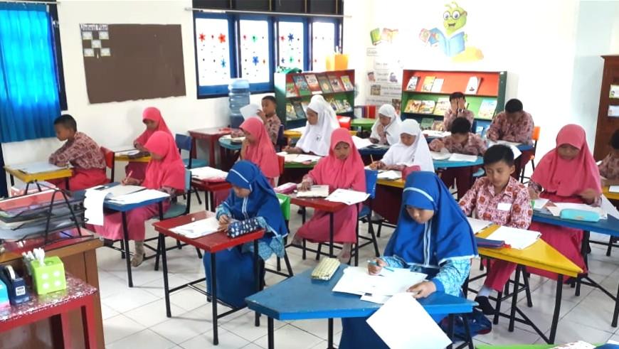 226 Siswa Se-Kabupaten Gresik Ikuti Olimpiade Matematika dan Sains Indonesia Ke-4 di SDMM