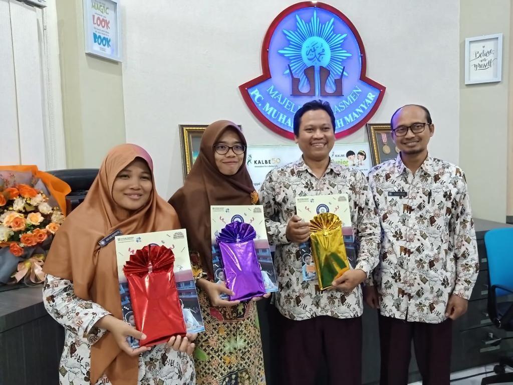 Siswa ICP-nya Berprestasi, Empat Guru SDMM Diganjar Penghargaan