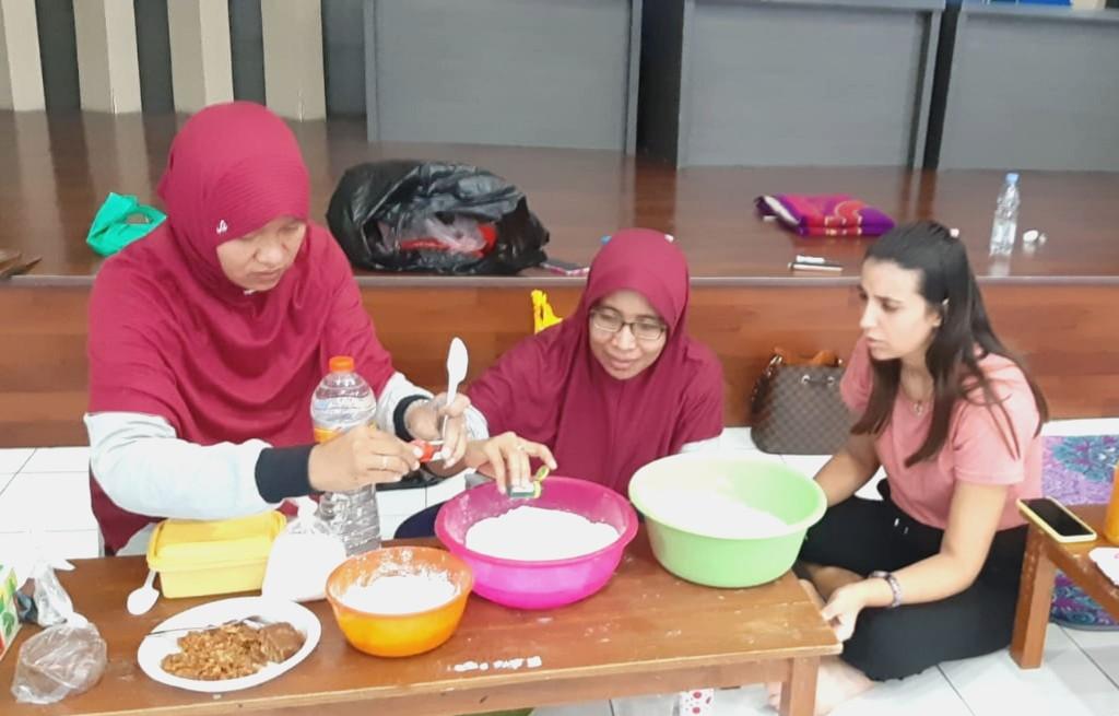 Diajak Siswa SDMM Masak Kuliner Nusantara, Renata Asal Portugal: Saya Ingin Balik ke Sini