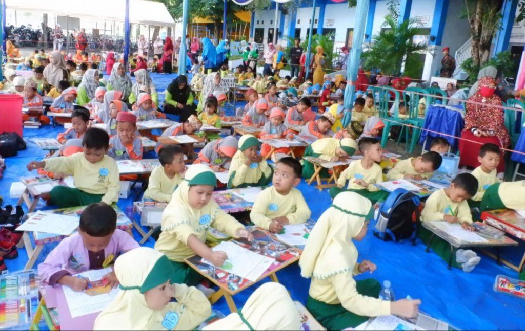 Gerakan Satu Juta Pohon di SD Muhammadiyah 1 Wringinanom (SD Muwri) Gresik diramaikan dengan lomba mewarnai untuk siswa PG, TK Se-Gresik Selatan.