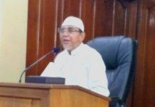 Ustadz Bangun Samodra mengajak jamaah shalat Dhuhur Masjid Al Falah Jalan Raya Darmo Surabaya untuk mengenali iblis sebagai musuh-musuh kita.