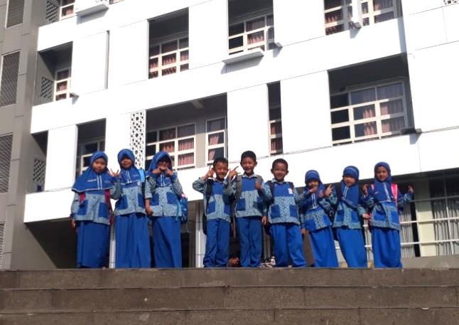 SDI Nurul Iman Menganti, Gresik, behasil meloloskan tiga siswanya dalam semifinal KMNR Ke-15 yang akan digelar 23 Februari 2020.