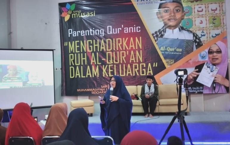 SMP Musasi menggelar Wisuda Tahfidh II Jumat (17/1/20). Hadir Ida Husnur Rahmawati dalam Quranic Parenting: 'Menghadirkan Ruh Alquran dalam Keluarga'.