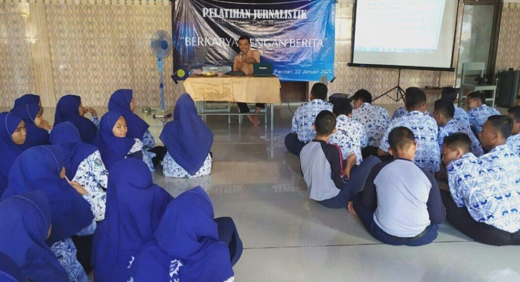 Majalah Oase SMA Munampa mengadakan Pelatihan Jurnalistik di Masjid Usman Al Jirani Kompleks Pondok Pesantren Karangasem Muhammadiyah Paciran Lamongan.