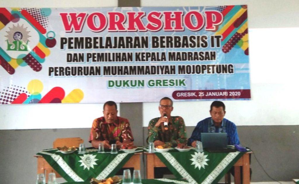 Perguruan Muhammadiyah Mojopetung, Kecamatan Dukun, Kabupaten Gresik mengadakan Workshop Pembelajaran Berbasis IT, Sabtu (25/1/2020).