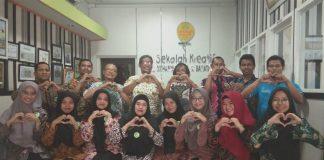SD Almadany Gresik mencari 'ide gila' ke Sekolah Kreatif SD Muhammadiyah 16 Surabaya, Rabu (29/1/20). Mereka disambut hangat. Ini oleh-olehnya.