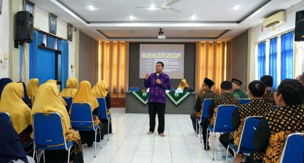 Guru Besar Bidang Ilmu Filsafat UINSA Surabaya Dr Biyanto MAg