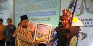 Sekolah Kreatif SDM 16 Surabaya meraih penghargaan sebagai Juara Stand Terkreatif dalam Islamic Education Fair yang diadakan Majalah Nurani.