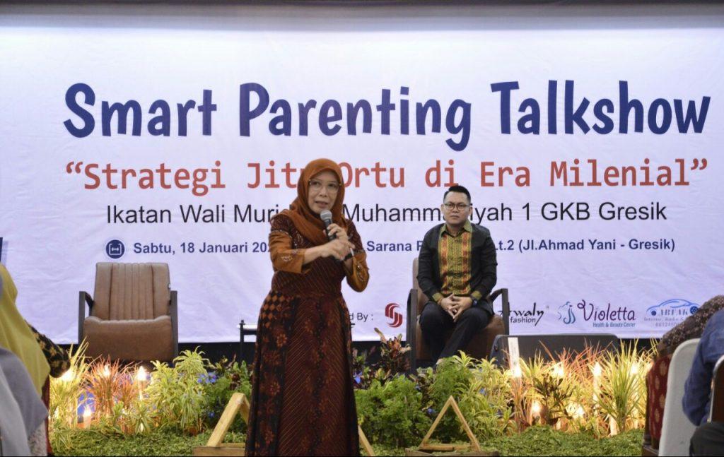 Cara mendidik anak zaman now berbeda dengan masa lalu. Demikian disampaikan pakar Pendidikan Umi Dayati pada Smart Parenting Talkshow SD Mugeb.
