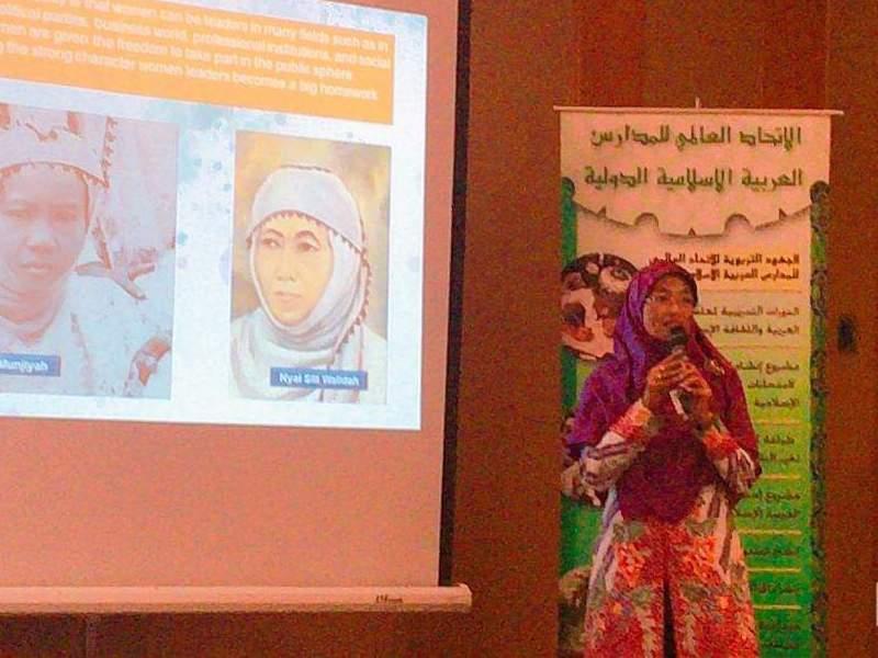 Direktur Muallimaat Agustyani Ernawati menyampaikan makalah di Konferensi Sekolah Islam Sedunia di Kuwait.