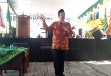 Wakil Ketua PWM Nadjib hamid ceramah milad Perguruan Muhammadiyah Oro-Oro Dowo Kota Malang. (Uzlifah/PWMU.CO)