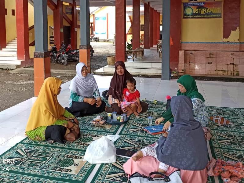 Kajian rutin PRNA Paleran Umbulsari Jember diisi oleh Humaiyah dari PCA Tanggul.