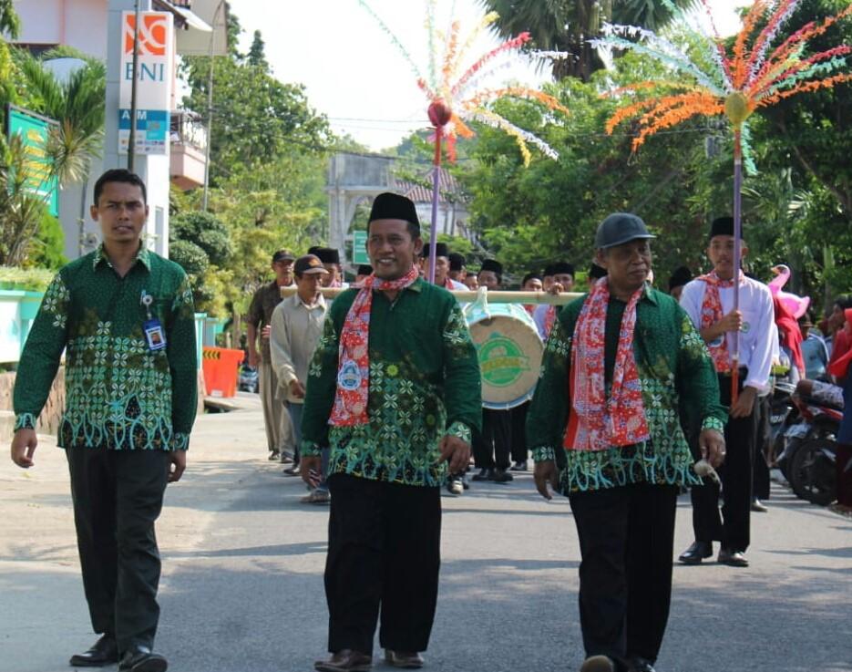 Seni tanjidor saat tampil di Pawai Taaruf Milad Muhammadiyah ke-107 (Ali Efendi/PWMU.CO)