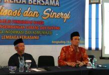 Nadjib Hamid, kanan, ketika menyampaikan sambutan pembuka ditemani Ketua PWM Saad Ibrahim di acara Reker Bersama. (Ernam/PWMU.CO)