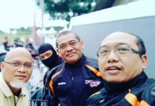 Rektor UAD Muchlas, tengah, bersama anggota Komunitas D'Orange touring ke Kebumen.