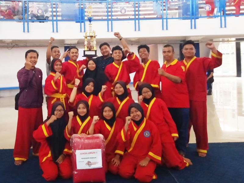 Kontingen Smamsa Kota Malang merebut juara umum I Kejurda Tapak Suci se Jatim meraih 14 trofi. (Umi/PWMU.CO)
