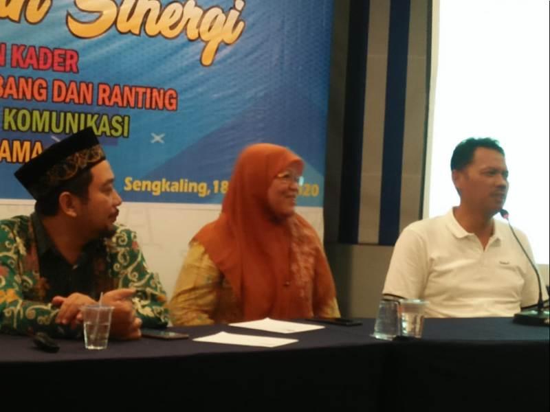 Prof Dr Syamsul Arifin, paling kanan, ketika menyampaikan laporan di Raker Bersama di Sengkaling. (Ernam/PWMU.CO)