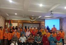 Sebanyak 31 orang mahasiswa UAD Yogyakarta yang akan ke luar negeri bersama Wakil Rektor 1 Prof Dr Sarbiran. (Affan/PWMU.CO)