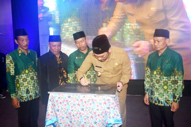 Plt Walikota Pasuruan Raharto Teno Prasetyo ST meresmikan Gedung Ibnu Sina SD Al Kautsar. (Choiruman/PWMU.CO)