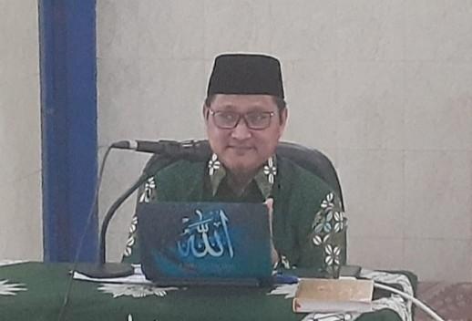 Achmad Zuhdi bahas empat pintu rejeki. Materi ini dibahas pada Pengajian PCM Babat di Masjid Taqwa Babat, Lamongan, Jumat (21/2/2020).