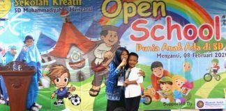 Anak hebat ABK (anak berkebutuhan khusus) ini berhasil memukau panggung Open School Ke-5 Sekolah Kreatif SD Muhammadiyah 1 (Musi) Menganti Gresik.
