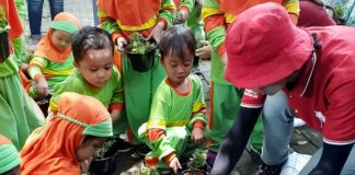 Outbound Kelompok Bermain Aisyiyah 31 Wringinanom dilaksanakan di Sebani 1 Kecamatan Pandaan, Kabupaten Pasuruan, Senin (10/2/20).