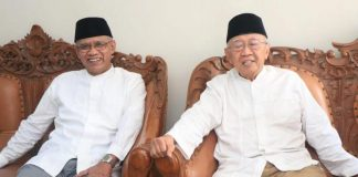 Gus Sholah alias KH Sholahuddin Wahid saat berkunjung ke Kantor PP Muhammadiyah ditemui Prof Dr Haedar Nashir. (Dok PPM)