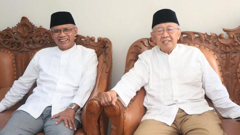 KH Sholahuddin Wahid saat berkunjung ke Kantor PP Muhammadiyah ditemui Prof Dr Haedar Nashir. (Dok PPM)