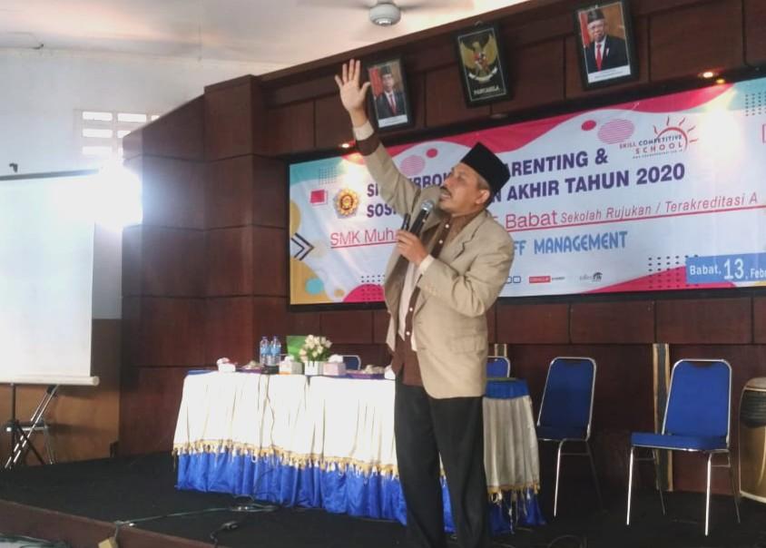Sukses tidaknya anak bisa dilihat dalam momen 5 detik Ini. Seperti diungkapkan motivator Nafik Palil dalam acara parenting di SMKM 5 Babat, Lamongan.