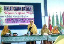 Adab-adab wanita dalam Islam (adabul mar'ah fil Islam) dikaji CMA Broren dalam Diklat Calon Daiyah Kajian Fikhu Nisa' yang digelar di Gedung Dakwah Muhammadiyah Brondong, Kabupaten Lamongan, Jumat (14/2/20).