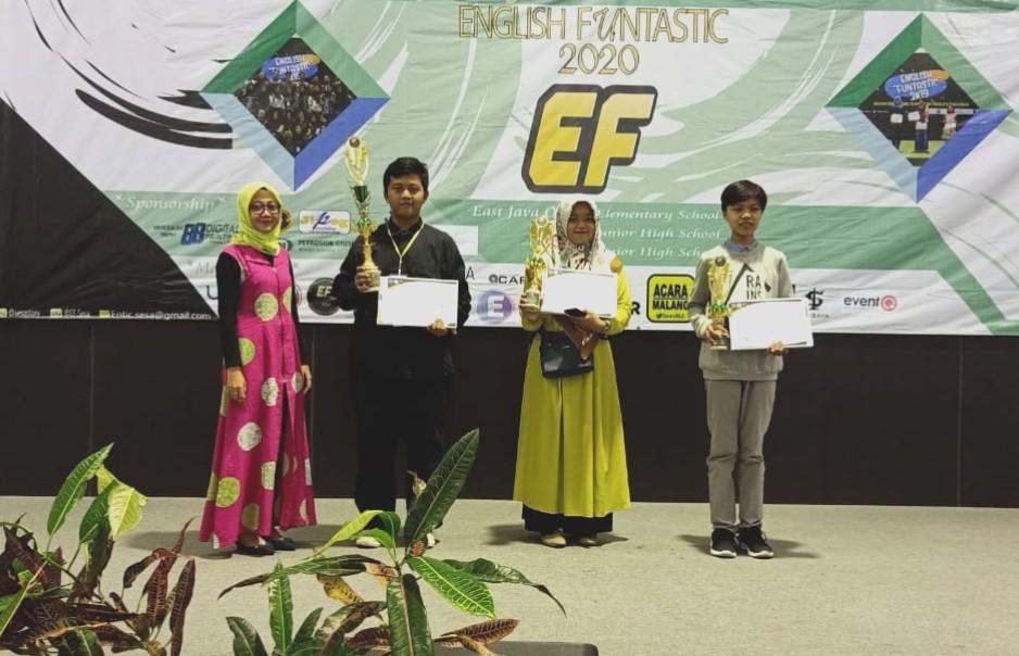 Siswa Spemdalas raih juara dalam English Funtastic (EF) 2020 yang diselenggarakan Universitas Muhammadiyah Gresik (UMG), Ahad (2/2/20).