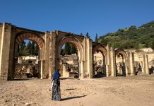 Kisah runtuhnya peradaban Islam di Andalusia, Spanyol, menarik untuk dikaji. Ada pengkhianatan. Juga cinta dunia yang menguasai. Bagaimana Indonesia?
