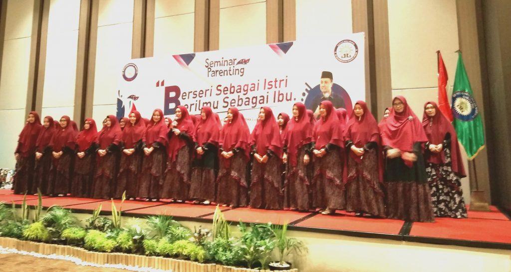 Ikwam SDMM: sukses sendiri Itu biasa, sukses bersama baru luar biasa. Demikian dikatakan Ketua Ikwam SDMM Gresik Nurul Zulhah.