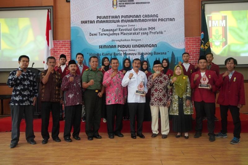 AMM Pacitan terus gelar kaderisasi seperti pelantikan PC IMM di Kantor Pemkab. (Isa/PWMU.CO)