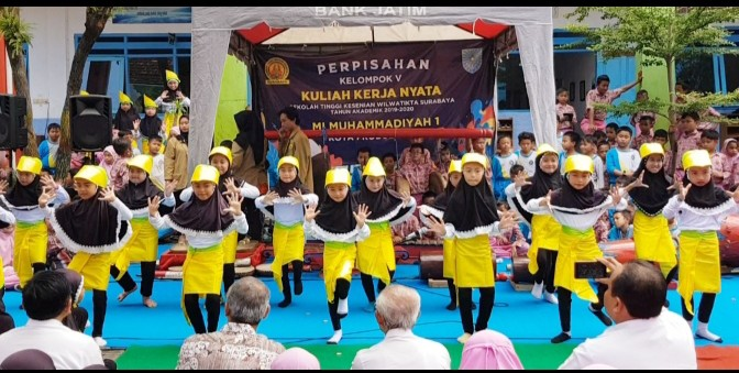 KKN di MIM 1 Kota Probolinggo hasilkan Tari Bajul Ijo. KKN kreatif ini adalah mahasiswa Sekolah Tinggi Kesenian Wilwatikta (STKW) Surabaya