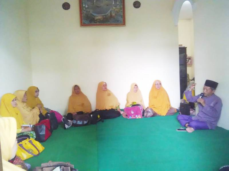 PCA Kota Tanggul Jember mengadakan kajian mengupas topik mudahnya wanita masuk surga oleh Ustadz Sholihin. (Humaiyah/PWMU.CO)