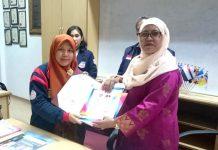 Kepala MIM 1 Pare Eri Nurokhim tanda tangan MoU dengan Kepala Sekolah Kebangsaan Seri Bintang Utara Kuala Lumpur.